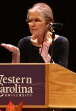 Women's rights activist, Gloria Steinem, speaks in the Bardo Arts Center. Photo by Alina Voronenko)