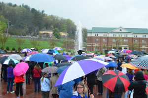 Students gather in the rain at the fountain for Chancellor Belcher. Photo by Hunter Bryn