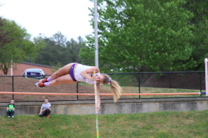 Korie Bennett in the womens pole vault. Photo by Calvin Inman