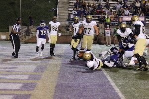 Lorenzo Long scoring a touchdown late in the fourth quarter. Photo by Calvin Inman.